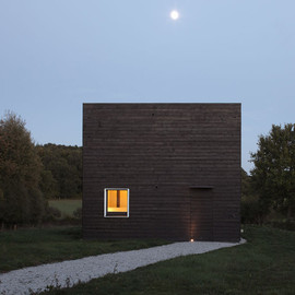 Beckmann-N'Thépé Architectes - Square black timber House in Normandy, France