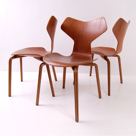 Fritz Hansen - Grand Prix chair by Arne Jacobsen
