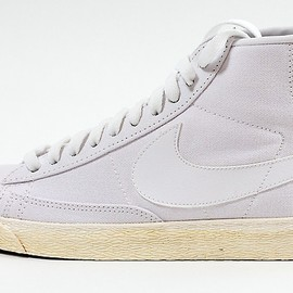 Nike - Womans Blazer High Vintage ND White / White Magenta PR