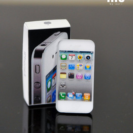 lilushop - New White iphone 4 Miniature for 1/3 SD-size or similar Dolls.