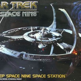 AMT - Star Trek model kits No.8778 Deep Space 9 Space Station