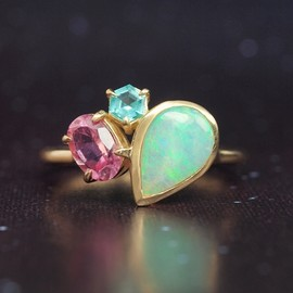 Hariqua - Crystal opal (G) ×Pink tourmaline × Green apatite ring