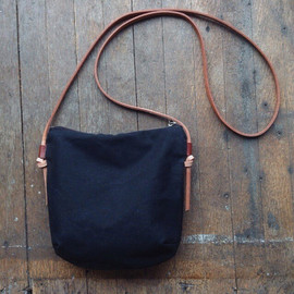 LARGE POUCH - triangle/waxed
