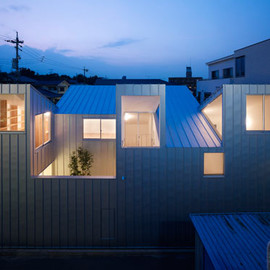 Tomohiro Hata Architects - Complex House