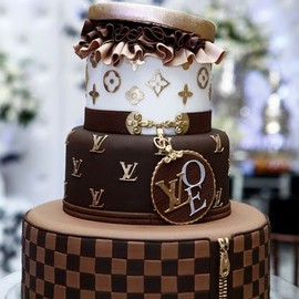 LOUIS VUITTON - chocolate cake