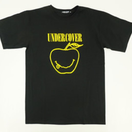 UNDERCOVERISM - L9816 SMILEAPPLE TEE -BLACK-