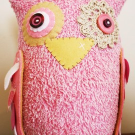 Luulla - BOObeloobie Large Orli the Owl in Pink, Cream and white accents with crochet eye detail