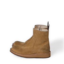 nonnative - EXPLORER SIDE ZIP BOOTS - COW SUEDE by OFFICINE CREATIVE