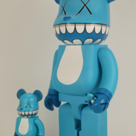 KAWS - BE@RBRICK X a-nation WITH KAWS CHOMPERS