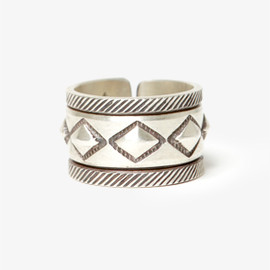 hobo - COBBLESTONE SILVER RING NARROW BY STANLEY PARKER