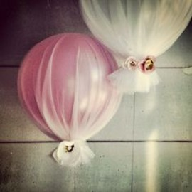 Balloon + tulle. Easy decor for bridal or baby shower?