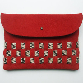 BlackbirdAndTheOwl - WOVEN CLUTCH (m) // red suede