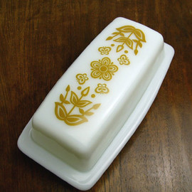 PYREX - Old Pyrex Butterfly Gold Butter Dish