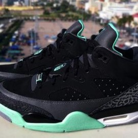 Nike - NIKE JORDAN SON OF LOW BLACK/GREEN GLOW-ANTHRACITE-CEMENT GREY