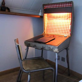 MrsHydes - Vintage suitcase lighting desk