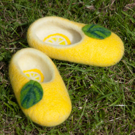 "Felted Treats - felted sliuppers ""Lemon"""
