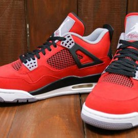 Nike - NIKE AIR JORDAN 4 RETRO FIRE RED/WHITE-BLACK-CMNT GREY
