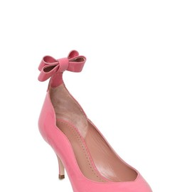 red bow heel.