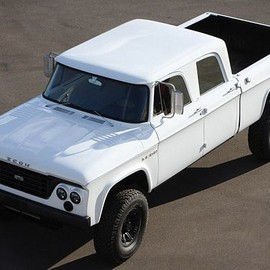 ICON - D200 Brings Old And New Dodge Trucks Together
