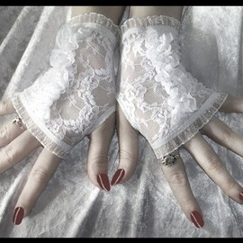 ZenAndCoffee - Lace Fingerless Gloves