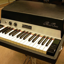 Fender - Rhodes Piano Bass