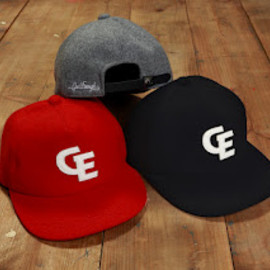 GOODENOUGH - FELT WAPPEN B.B CAP (red, gry, blk)