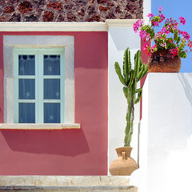 Santorini - Pink wall house