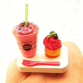 SouZouCreations - Cute Food Ring Berry Smoothie Cupcake  Miniature Food Jewelry