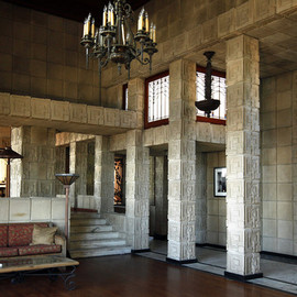 Frank Lloyd Wright - Ennis House 1924