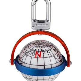 LOUIS VUITTON - Keyholder inspired by the globe