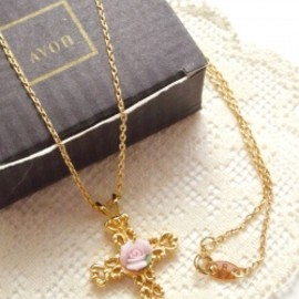 "Avon - 1990's Avon ""ROSETTE CROSS"" Necklace 【箱付きDEAD-STOCK♡】"