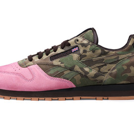 """Shoe Gallery x Reebok - Shoe Gallery x Reebok Classic Leather 30th Anniversary """"Flamingoes at War"""""""