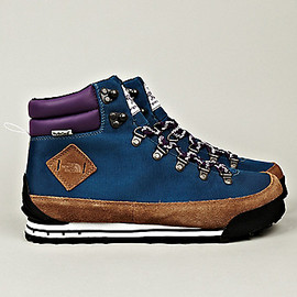 THE NORTH FACE - Back To Berkeley Hiking Boots in Navy x Brown