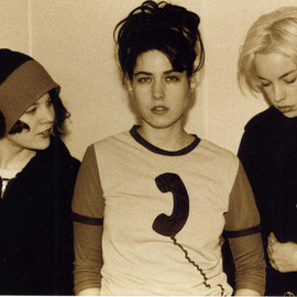 Bikini kill i hate danger