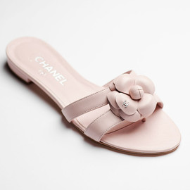 CHANEL - Lambskin sandals with a camellia