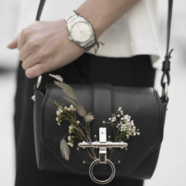 GIVENCHY - Coney Shoulder Bag and wild flowers