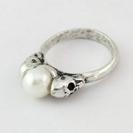 The retro silver ring in Europe and America