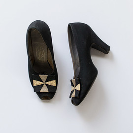 vintage 1940s black pinwheel pumps