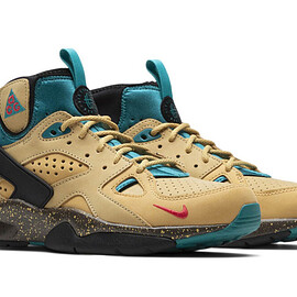 NIKE - Air Mowabb - Twine/Fusion Red/Club Gold/Teal Charge