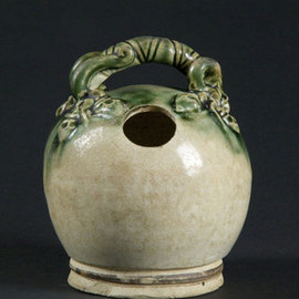Lime Pot, 15th century. Glazed stoneware. Viet Nam National Fine Arts Museum, CDA-5/04-4599 © Kaz Tsuruta, Asian Art Museum of San Francisco
