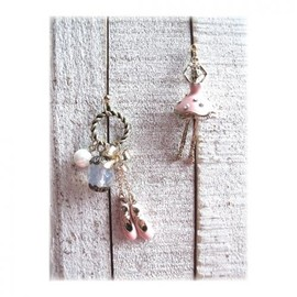 MOG NIPPON - ballerina vintage pierced earrings