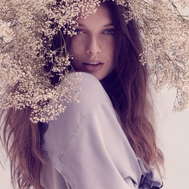 * - girl with babys-breath garland