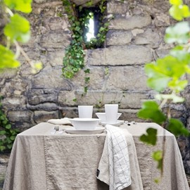 ◯ - outdoor tablescape