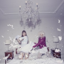 girls - pillow fight!