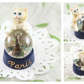 cat PARIS snowdome