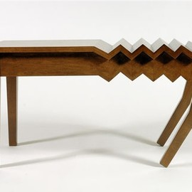Straight Line Design - Drunk table