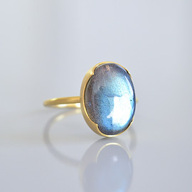 Gabriella Kiss - Large Oval Labradorite Ring