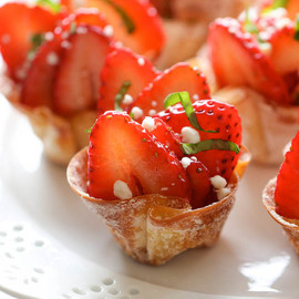 Damn Delicious - Strawberry Wonton Cups