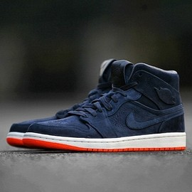 Nike - Air Jordan 1 Mid Navy/Orange