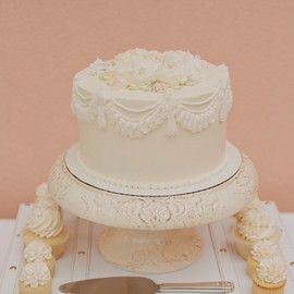 style me pretty - beautiful cake